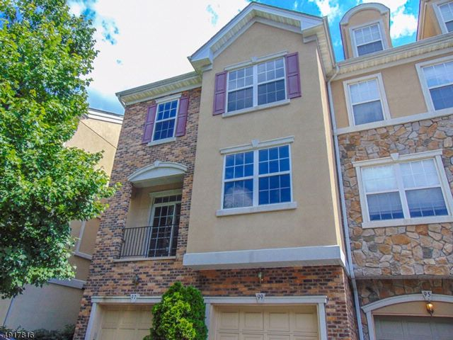 3 BR,  2.50 BTH  Townhouse-end u style home in Clifton