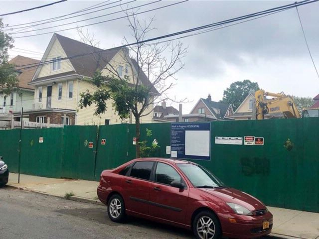 Lot <b>Size:</b>   Land style home in Dyker Heights