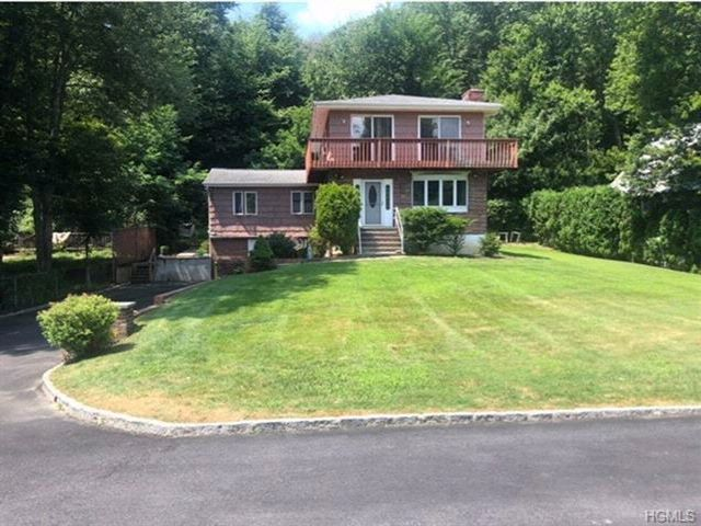 4 BR,  2.00 BTH Colonial style home in Carmel