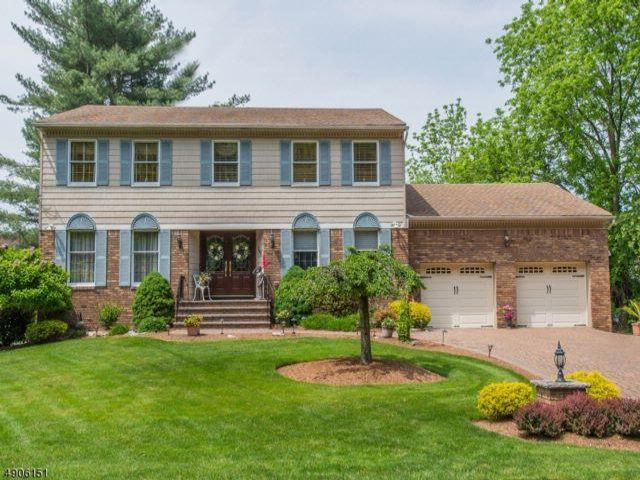 4 BR,  2.50 BTH Colonial style home in Fairfield