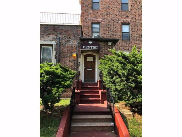 Studio,  0.00 BTH Commercial style home in Midwood