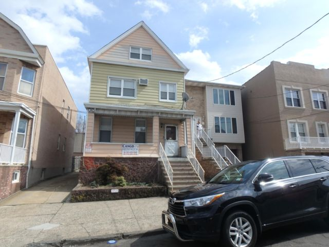 5 BR,  4.00 BTH  Colonial style home in Bayonne