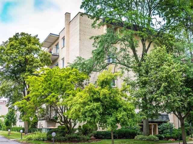 2 BR,  2.00 BTH Condo style home in Morton Grove