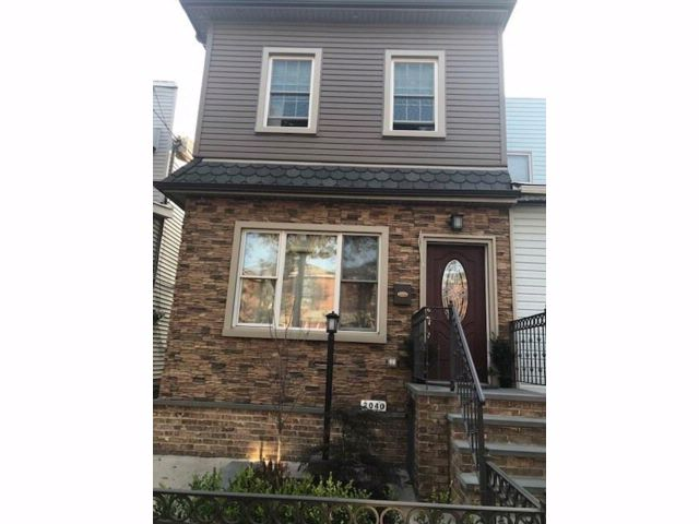 2 BR,  3.00 BTH  Single family style home in Gravesend