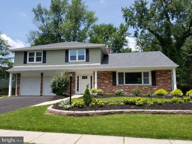 4 BR,  2.50 BTH  Bi-level style home in Blackwood