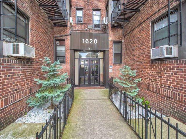 2 BR,  1.00 BTH Condominium style home in Midwood