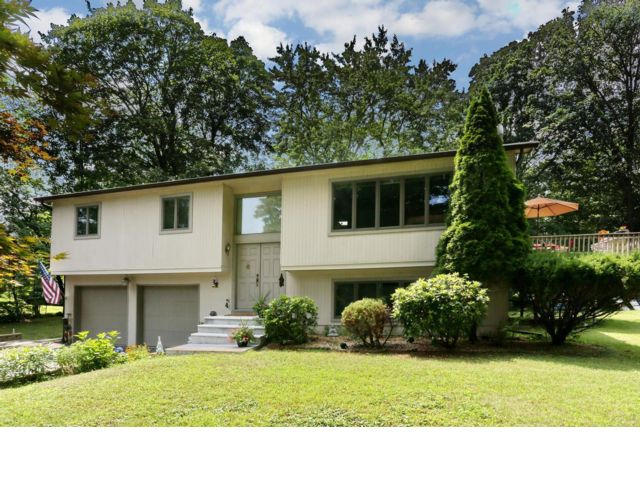 3 BR,  4.00 BTH  Hi ranch style home in West Nyack
