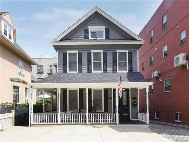 4 BR,  3.00 BTH  Single family style home in Bay Ridge