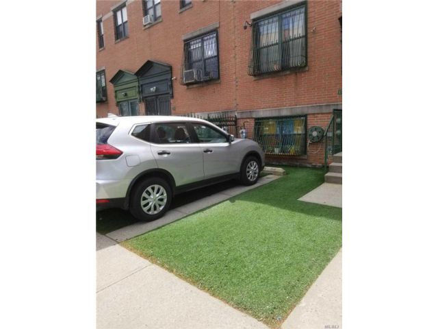 5 BR,  2.50 BTH Other style home in Bedford Stuyvesant