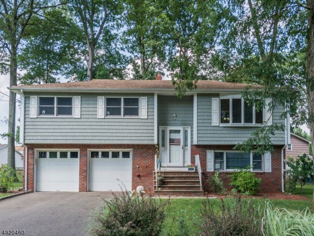 3 BR,  2.00 BTH  Bi-level style home in Fairfield