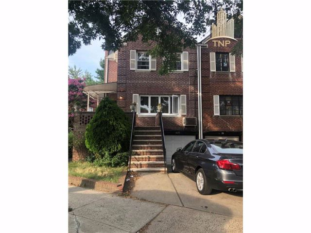 3 BR,  2.00 BTH Single family style home in Marine Park