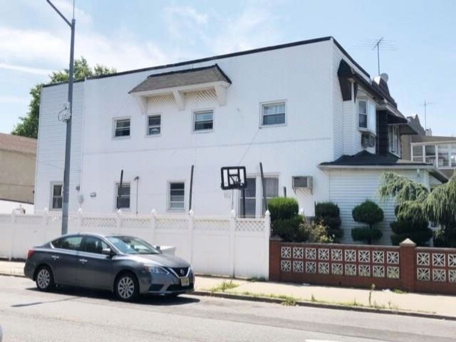 6 BR,  3.00 BTH Multi-family style home in Bensonhurst