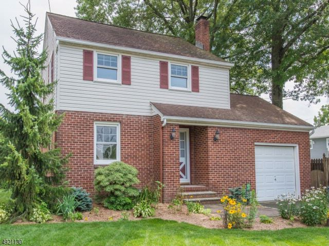 3 BR,  1.00 BTH Colonial style home in Fairfield
