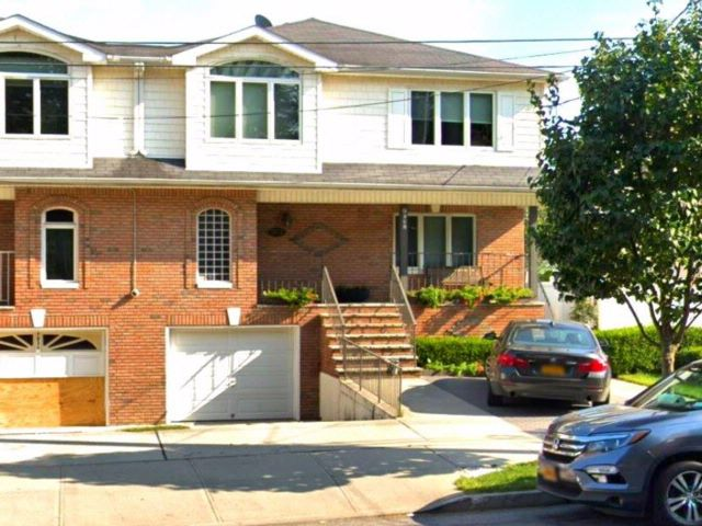 4 BR,  4.00 BTH Multi-family style home in Georgetown