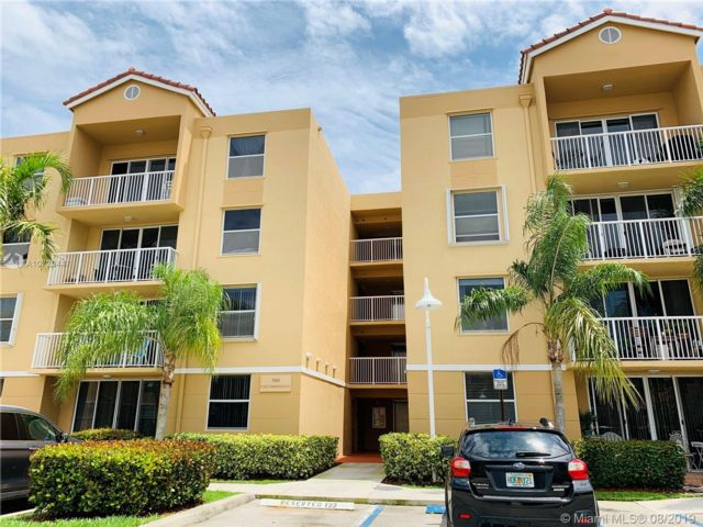2 BR,  2.00 BTH Townhouse style home in Dania Beach