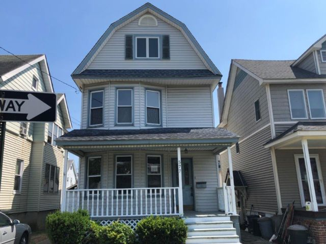 3 BR,  1.00 BTH Colonial style home in Kenilworth