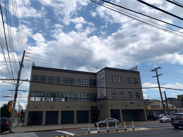 Studio,  0.00 BTH Commercial style home in Dongan Hills-below Hylan