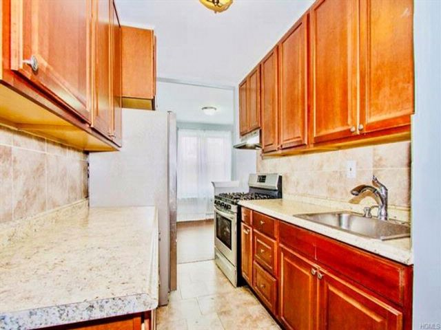 3 BR,  2.00 BTH  Mid rise style home in Yonkers