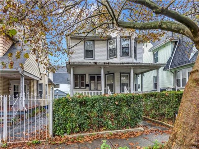 6 BR,  1.00 BTH Two story style home in Mount Vernon