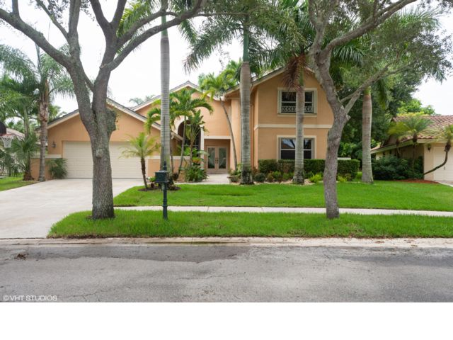 5 BR,  3.00 BTH 2 story style home in Weston