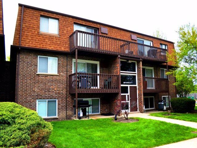 2 BR,  1.50 BTH Condo style home in Elk Grove Village