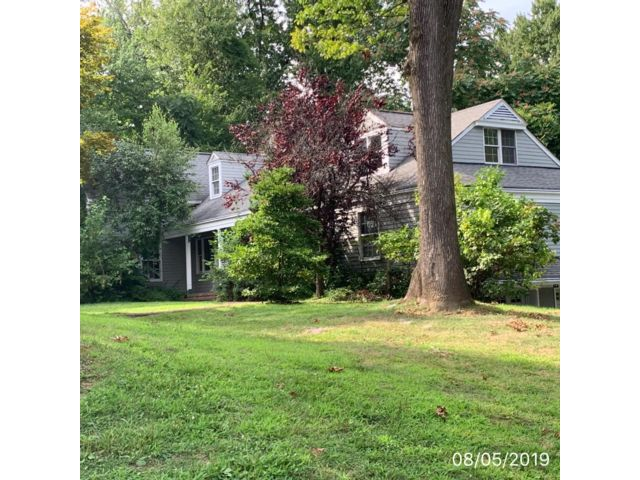 6 BR,  4.00 BTH Colonial style home in Morristown
