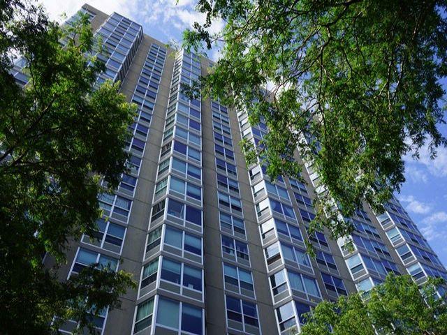 2 BR,  2.00 BTH Condo style home in Chicago