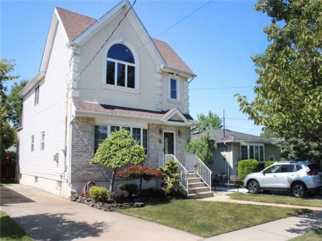 6 BR,  3.00 BTH  Single family style home in Eltingville