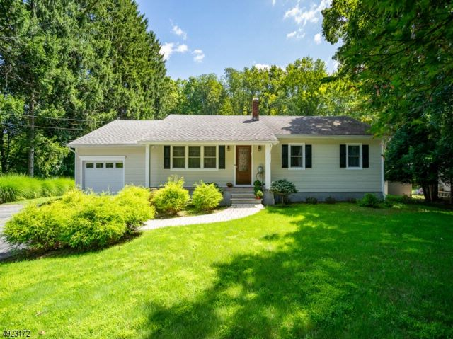 3 BR,  2.00 BTH Ranch style home in Upper Saddle River