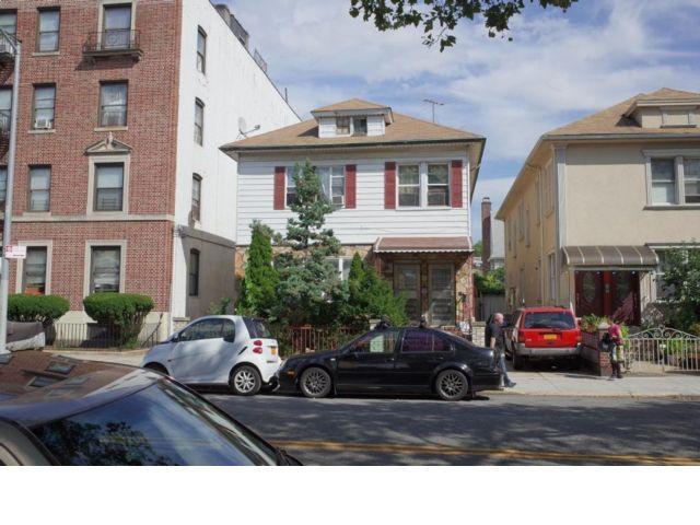 8 BR,  4.50 BTH 2 story style home in Bensonhurst