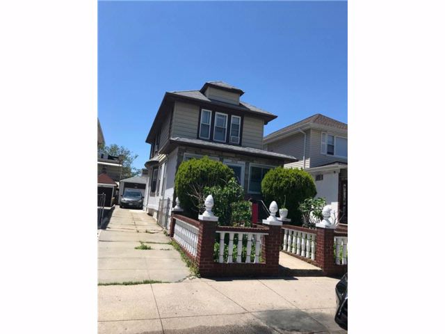 4 BR,  2.00 BTH  Single family style home in Bay Ridge