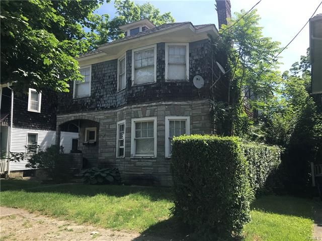6 BR,  2.00 BTH  Colonial style home in Newburgh