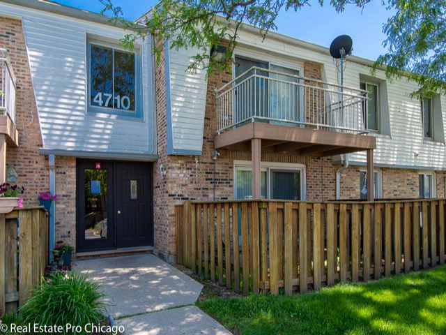 2 BR,  2.00 BTH Condo style home in Rolling Meadows