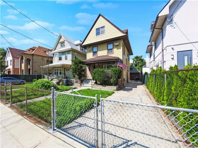[Long Beach Real Estate, listing number 6914933]