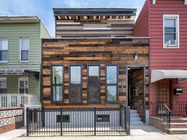 5 BR,  4.50 BTH Triplex style home in Astoria