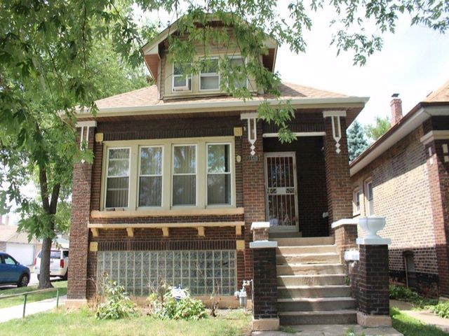 6 BR,  2.50 BTH Bungalow style home in Cicero