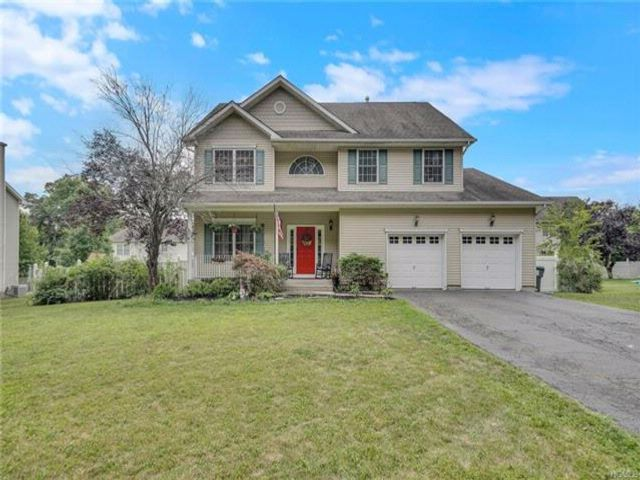 4 BR,  2.50 BTH Colonial style home in New Windsor