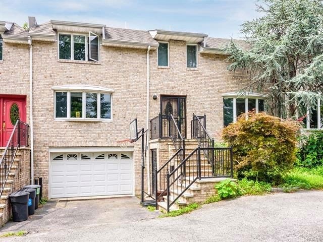 3 BR,  3.50 BTH Colonial style home in Riverdale