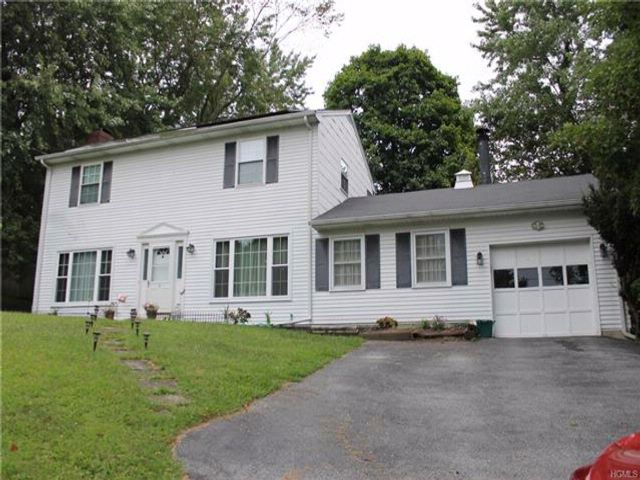 3 BR,  2.50 BTH  Colonial style home in Monroe