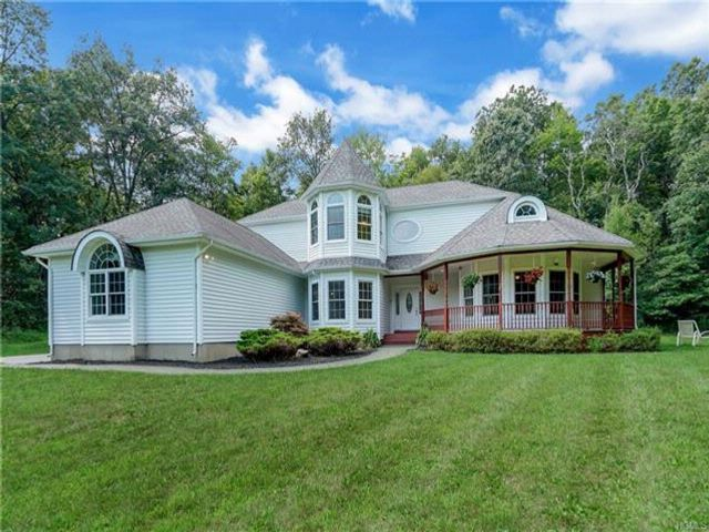 3 BR,  3.00 BTH  Contemporary style home in Wallkill