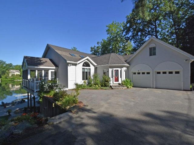 4 BR,  3.00 BTH Contemporary style home in Lancaster
