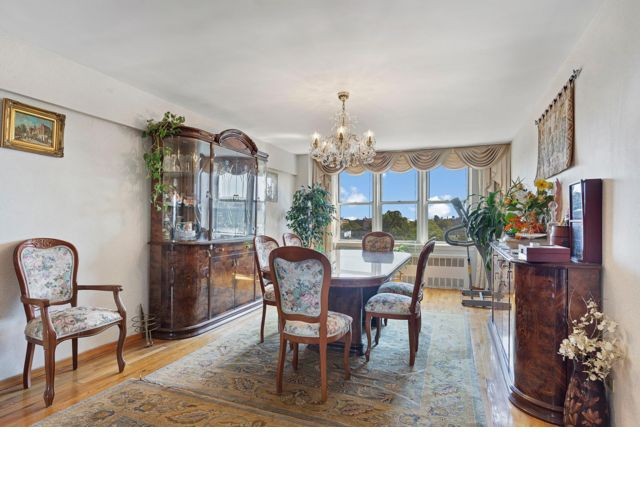 4 BR,  2.50 BTH Co-op style home in Brooklyn