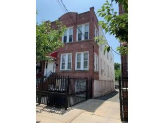 8 BR,  4.00 BTH  2 story style home in Bronx