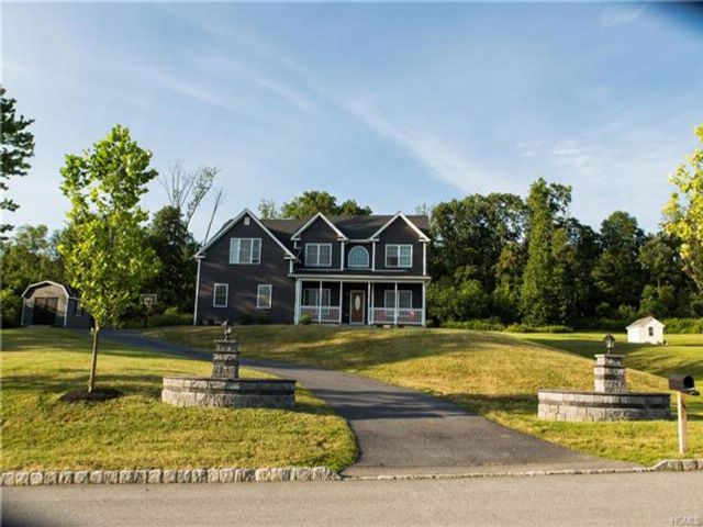 5 BR,  3.00 BTH  Colonial style home in Goshen Town