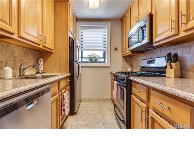 1 BR,  1.00 BTH   style home in Mineola