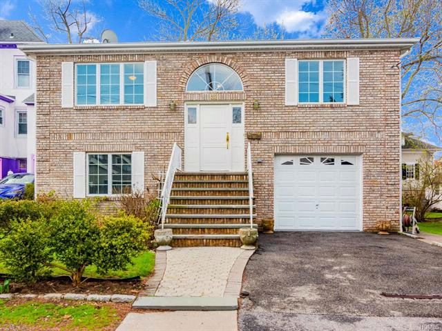 3 BR,  3.00 BTH  Raised ranch style home in Bronxville