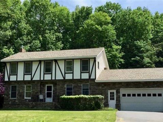 4 BR,  2.50 BTH  Colonial style home in South Fallsburg