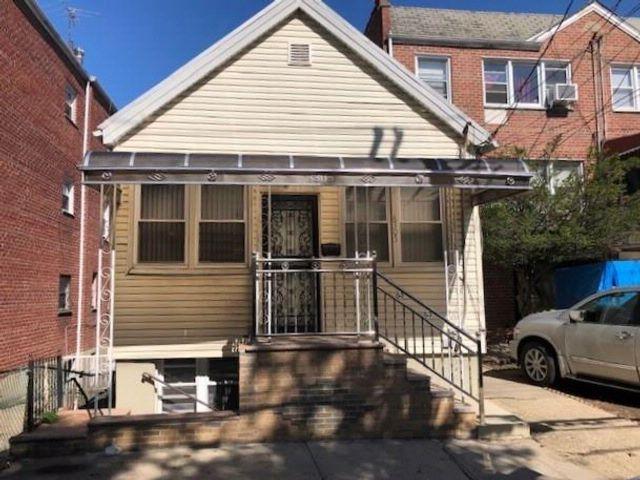 3 BR,  2.00 BTH Multi-family style home in Canarsie