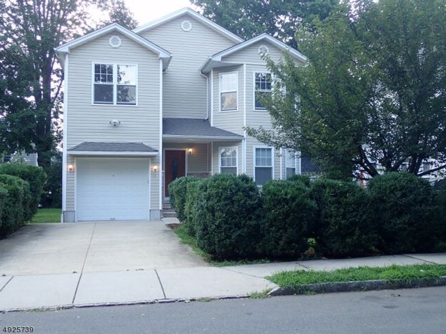 4 BR,  2.50 BTH Colonial style home in West Orange