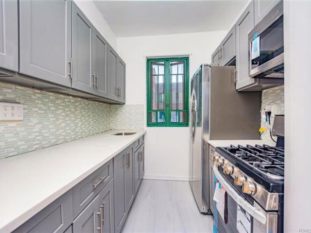2 BR,  1.00 BTH Mid rise style home in Parkchester